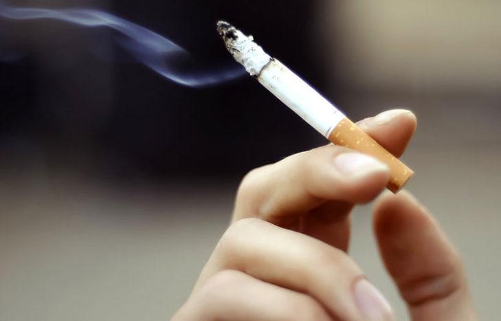 Cigareta u ruci
