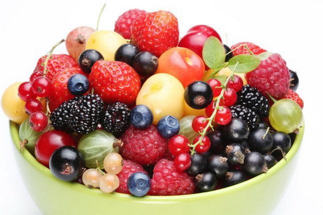 Bobičasto voće u činiji