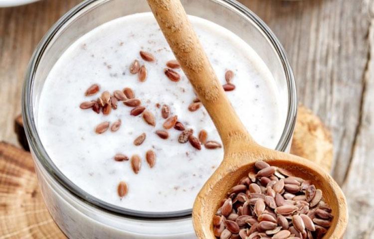 Laneno seme u mleku