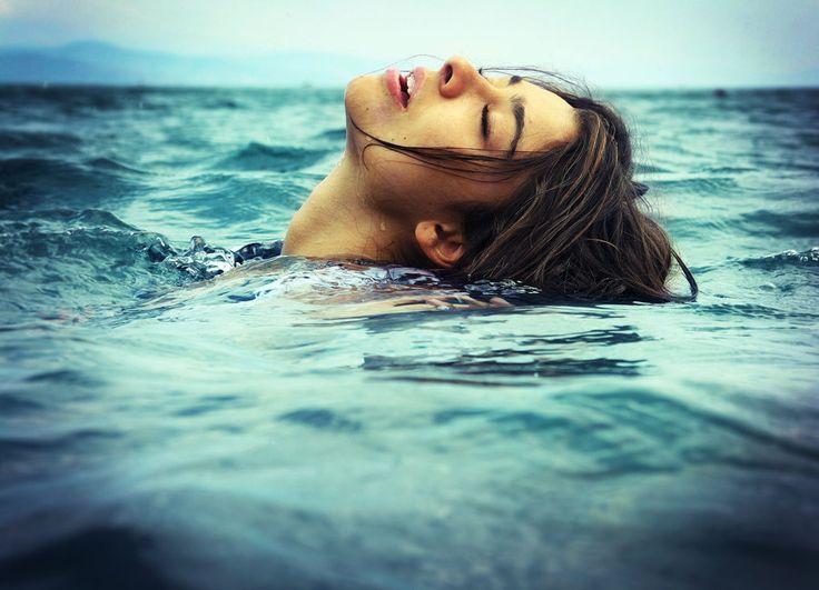 Devojka u moru