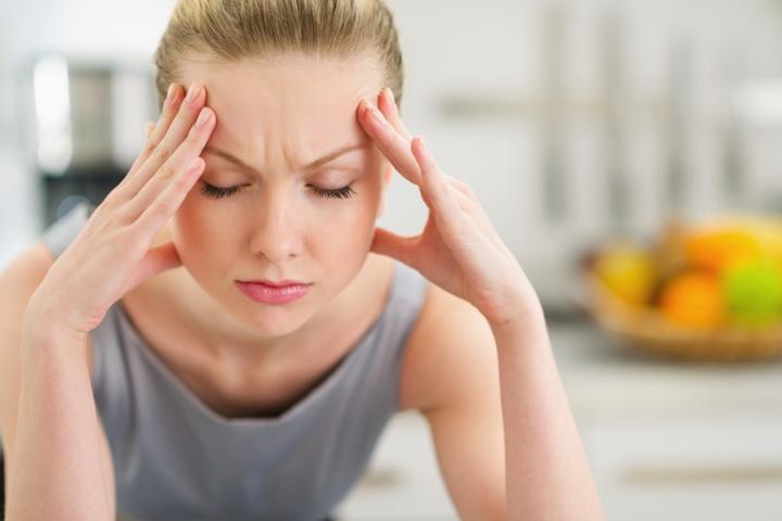 Devojka sa migrenom