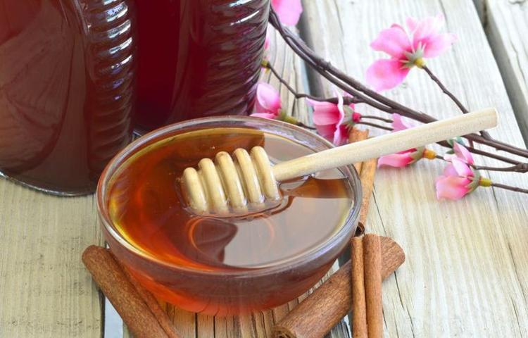Med u činiji