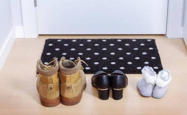 Cipele pred vratima