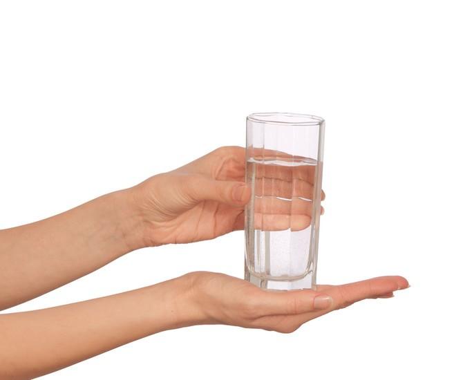 Čaša u rukama